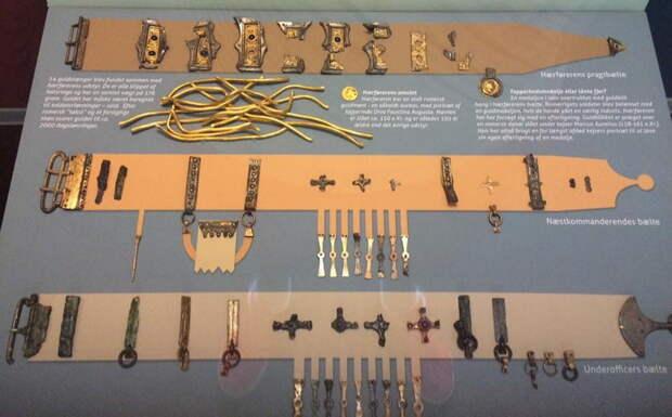 Пояса из Эйсбола. Верхний является примером роскошно украшенного пояса, который мог принадлежать предводителю высокого ранга. Два нижних, также богато украшенных, принадлежали вождям рангом пониже. Национальный музей, Копенгаген - Экипировка античных воинов: германцы | Warspot.ru