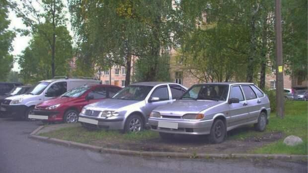 Петербуржцев оштрафовали почти на 3 млн рублей за неправильную парковку
