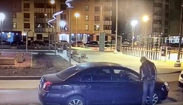 Автовандал в районе Северный попал на камеры видеонаблюдения/vk.com.svaos