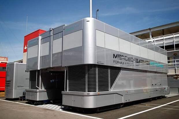 Как перевозят болиды Формулы-1 (12 фото)