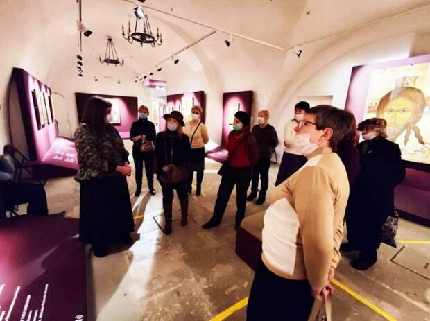 Долголеты посетили музей древнерусской культуры