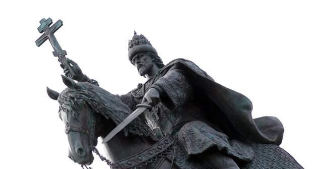 Найден мужчина, надевший мешок на скульптуру Ивана Грозного