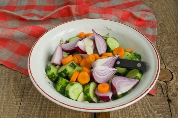 Салат на зиму «Сладкие огурчики»