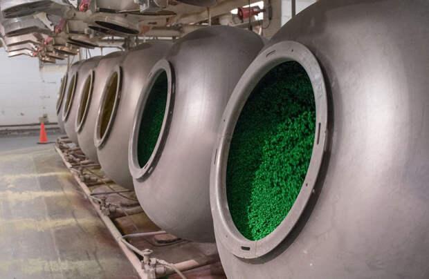 Вот как делают конфеты M&M's: 8 любопытных фото с шоколадной фабрики
