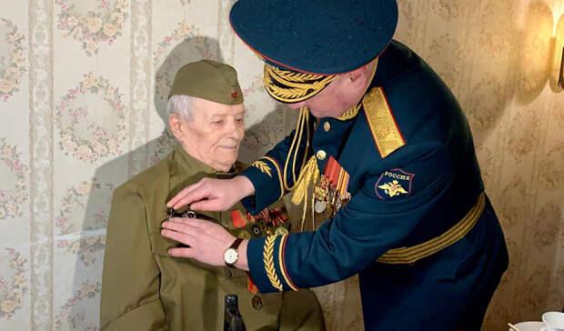 Спустя 76 лет вручили орден Красной Звезды ветерану ВОВ в Ростове