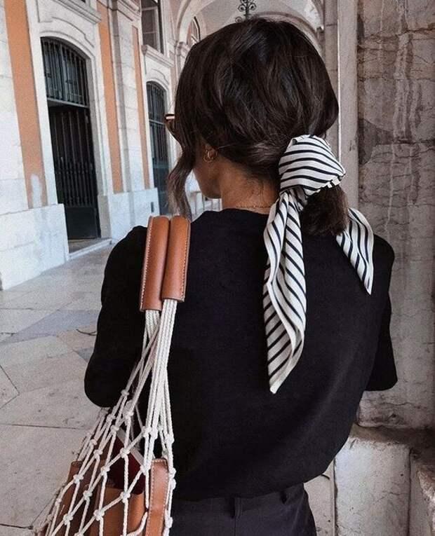5 способов носить шелковый шарф, сочетая его в осенних аутфитах