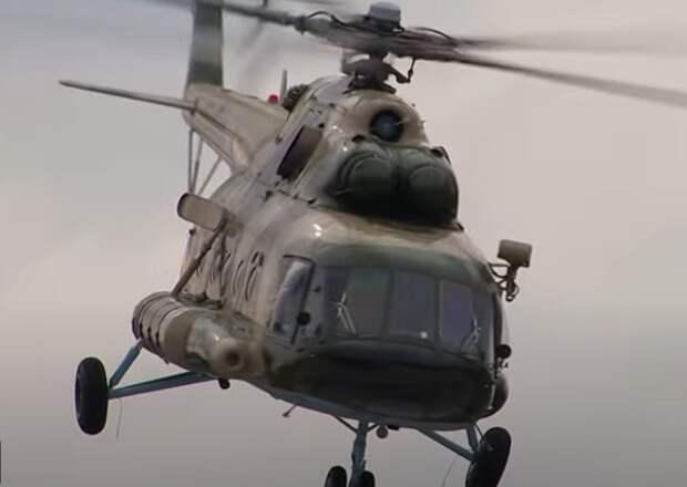 На Камчатке вертолет с туристами упал в озеро