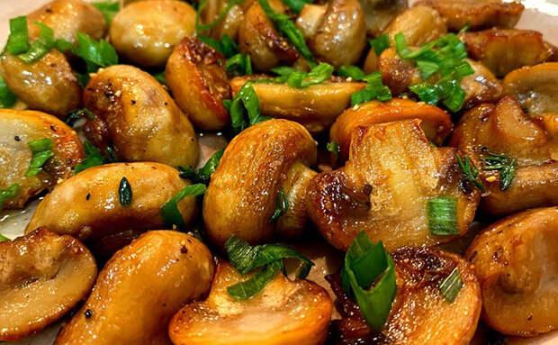 Шампиньоны по совету повара: он советует добавить через 2 минуты масла, чтобы вкус был сливочным