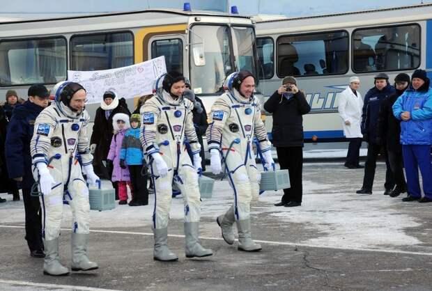 В Роскосмосе раскрыли размер зарплат космонавтов
