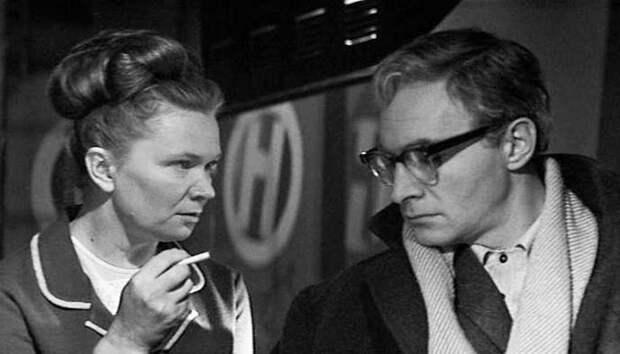 Что и как курили в советское время: о чем могла рассказать пачка сигарет в кармане