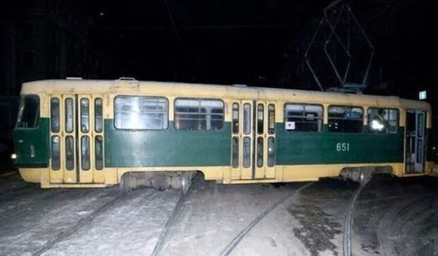 Где ещё кроме России вы сможете увидеть дрифтующий трамвайчик? прикол, только в россии, умом россию не понять, юмор