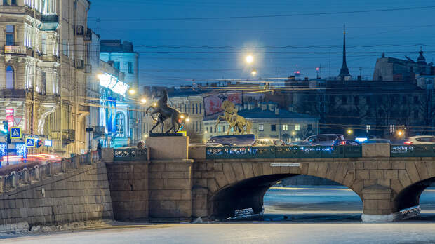 The Anichkov Bridge, St. Petersburg.jpg