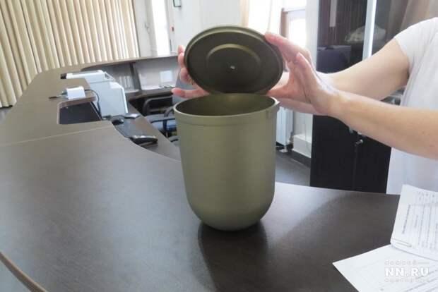 Если вы не желаете заниматься  вопросом подбора урны, вам, по умолчанию, выдадут урну из крематория - обычная  емкость из твердого толстого пластика