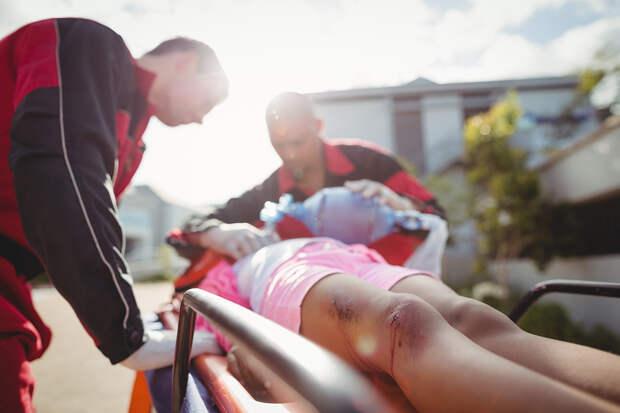 Скорая первая помощь: что делать при ушибах и переломах у детей