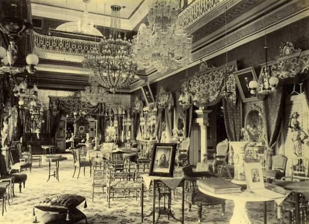 Роскошная гостиная дворца, 1888 год.