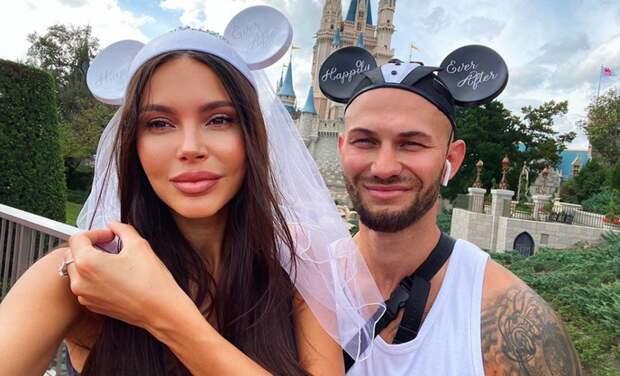 Джиган – не на карантине, а Оксана Самойлова – дома с детьми и без обручального кольца: новости из жизни семьи в Москве