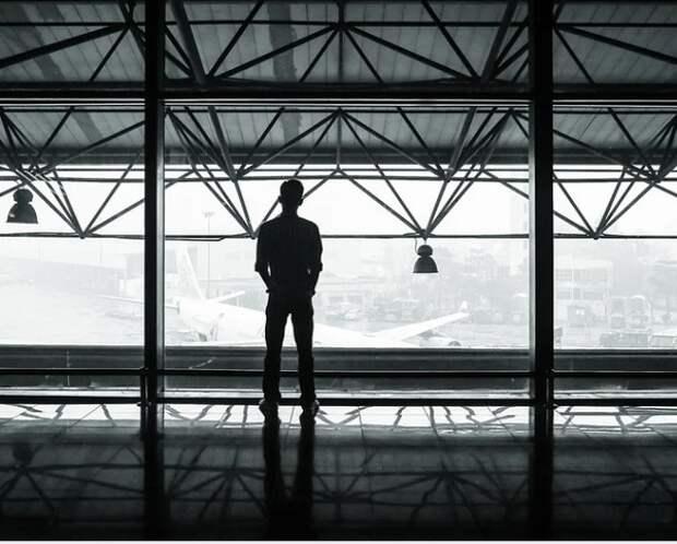 МИД попросил россиян отказаться от заграничных поездок