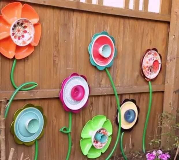Садовый шланг в дело: может стать не только украшением, но и практичной вещью