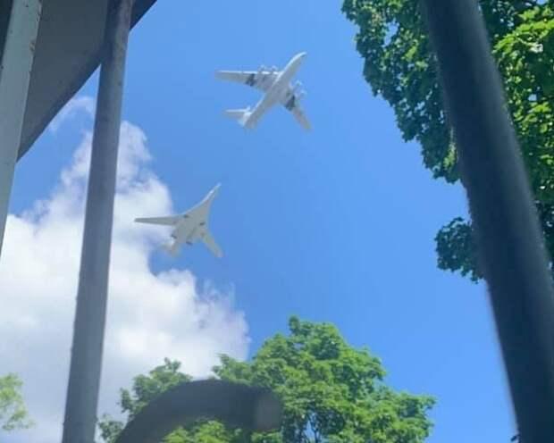 Фото дня: военные самолеты пронеслись над Соколом Фото: Света Рюрикова