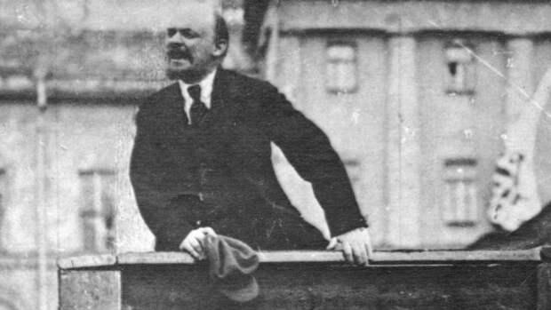 Юрий Лоза попросил не делать кладбище из Красной Площади и похоронить тело Ленина