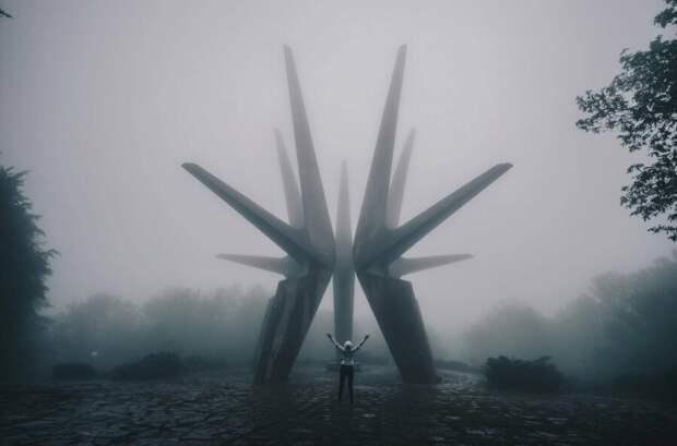 9 эпичных фото заброшенных монументов социалистической Югославии