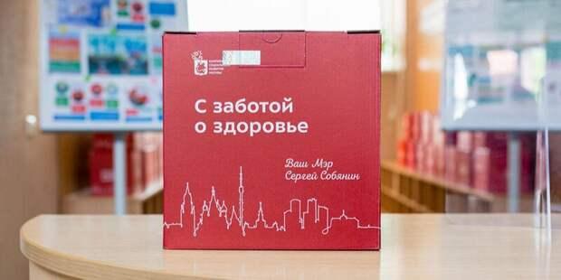 Пенсионеры после вакцинации могут получить в центре на Ботанической «коробку здоровья»