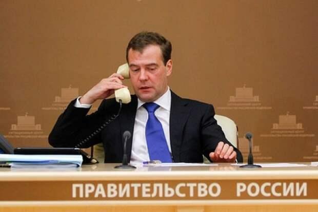 Менять правительство Медведева уже поздно. Менять надо куда большее