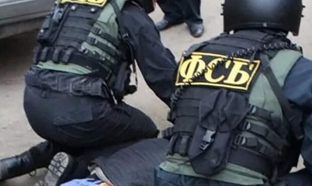 Сотрудники ФСБ задержали украинца и россиянку при сбыте оружия