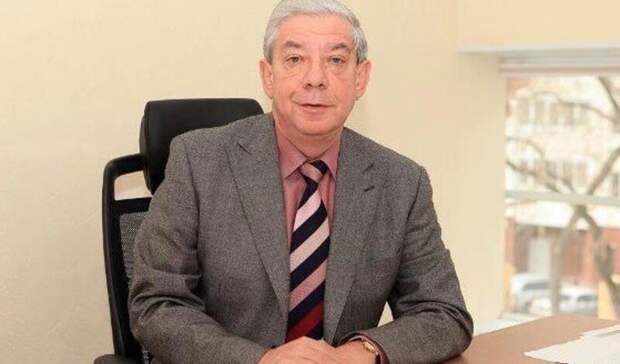 Евгений Куйвашев наградил известного журналиста Александра Левина знаком отличия
