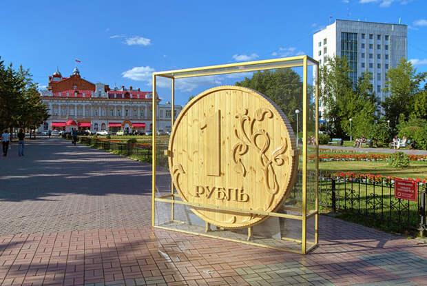 Деревянный памятник рублю есть в Томске / Фото: mytravelbook.org