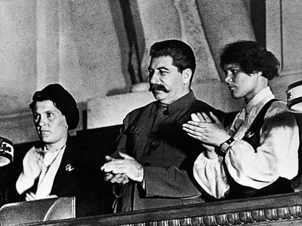 Почему муж ревновал знатную трактористку Пашу Ангелину к Сталину ...