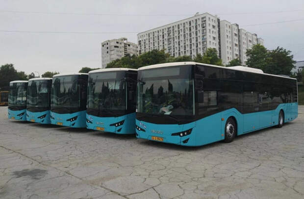 В Кишинев прибыли первые 5 новых автобусов