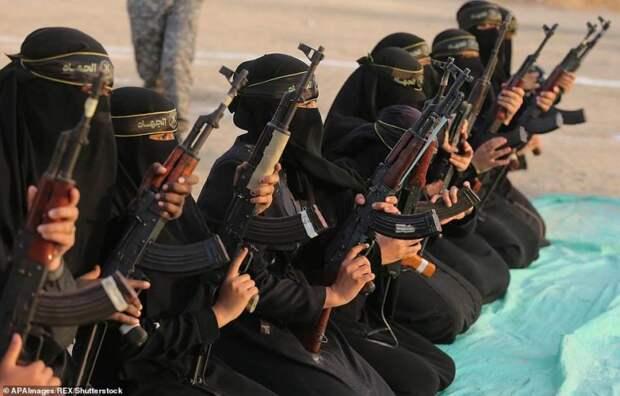 Не стоит недооценивать женщин в парандже, или как палестинки обращаются с оружием