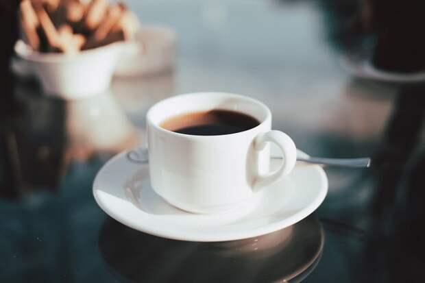 Почему таблетки нельзя запивать чаем или кофе?