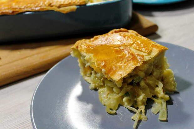Очень простой и недорогой луковый пирог. Еда, Видео рецепт, Пирог, Луковый пирог, Недорогой пирог, Пирог из слоеного теста, Экономная кухня, Лук, Видео, Длиннопост
