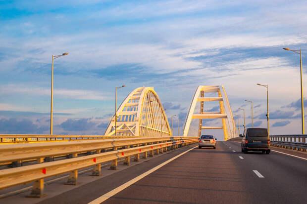 Глава МИД Украины назвал Крымский мост неразрешимой проблемой