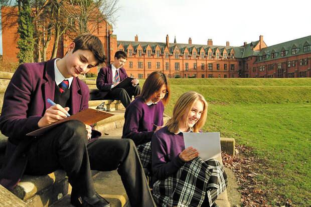 В руках учеников элитных частных школ Вы никогда не увидите смартфонов. Фото из открытых источников.