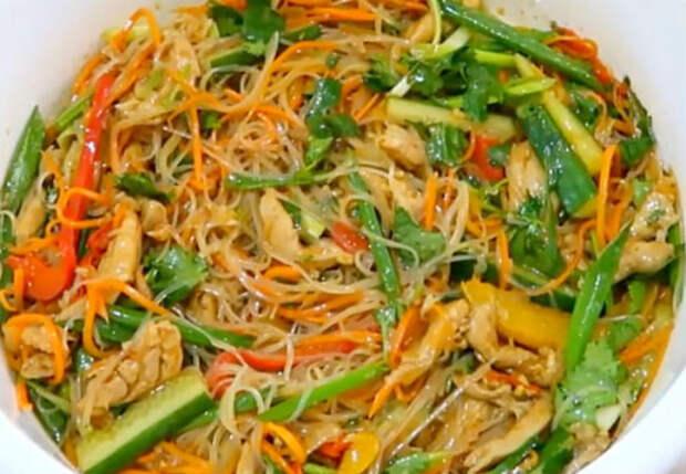 Смешиваем овощи с вермишелью: закуска и второе одновременно