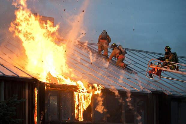 Жертвами пожара в Псковской области стали четыре человека