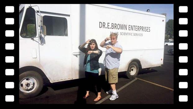 И фургон гениального дока Брауна, хотя не уверен, что оборудование в нем поможет куда-нибудь переместиться. Но флешмоб точно будет зачетный) авто, аренда, аренда авто, кино, кинотачка, кинотачки, прокат автмомобилей, фильм