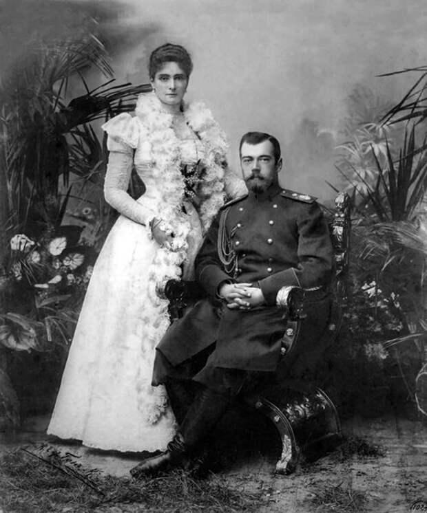Николай II  с супругой Александрой Федоровной