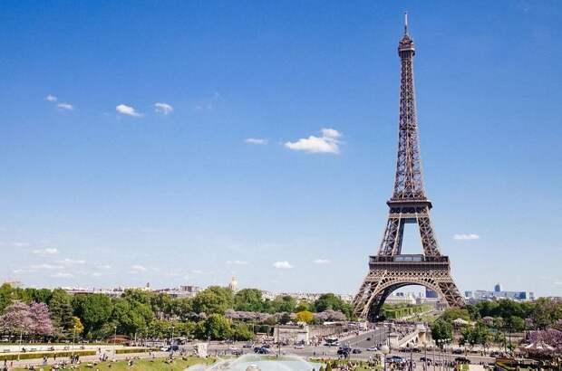 Туристов снова начали пускать на Эйфелеву башню в Париже