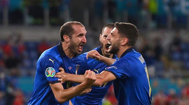 Российский арбитр Карасёв отменил гол Кьеллини в матче Италия — Швейцария с помощью VAR