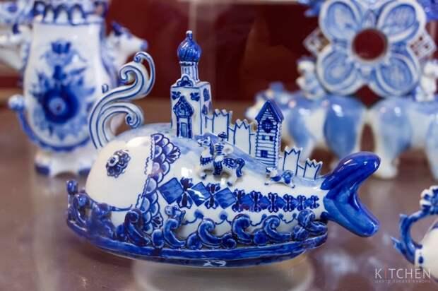 Гжель - традиционный русский промысел с синей росписью