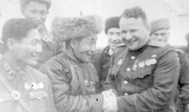 Маленькая небогатая Монголия начала оказывать помощь Советскому Союзу на раньше американского ленд-лиза. Поставки состояли из жизненно необходимых предметов, в то время как западные союзники, чтобы не дать советской армии скорого перевеса над нацистами.