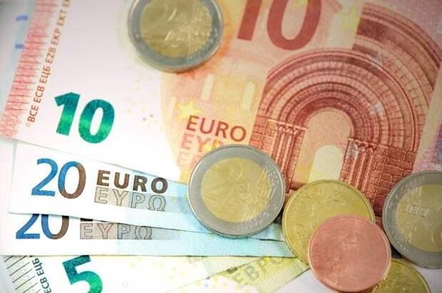 Курс евро впервые с августа 2020 года опустился ниже 86 рублей