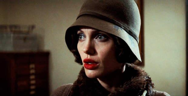 """актриса Анджелина Джоли (Кристин Коллинз) - кадр из фильма """"Подмена"""""""