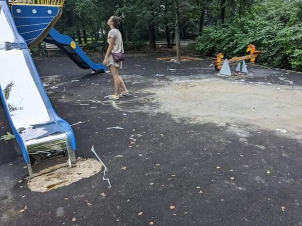 Благоустройство детской площадки на Петрозаводской завершится до 21 августа — «Жилищник»