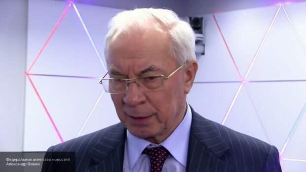Азаров объяснил, почему гривна начала падать в цене