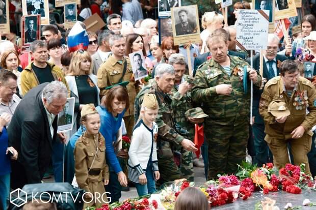 В Симферополе в шествии «Бессмертный полк» приняли участие более 50 тысяч человек 3